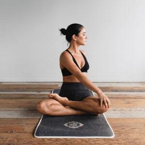 Mujer realizando ejercicio hipopresivo